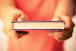 اهداء کتابهاي کمک آموزشي، يک نذر فرهنگي ارزشمند